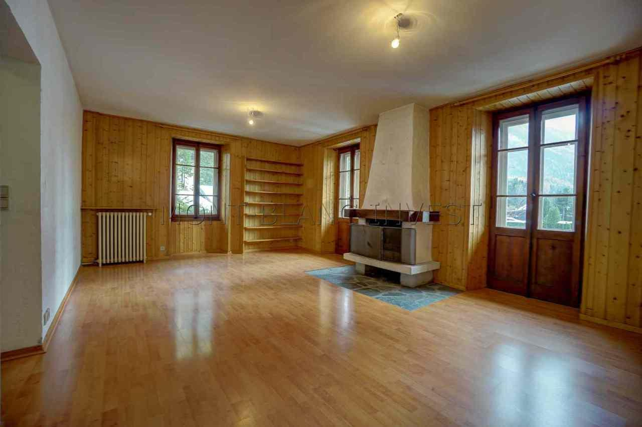 <p>This good sized 5 room apartment is for sale in Les Tines, between the Chamonix golf club and the Grands Montets