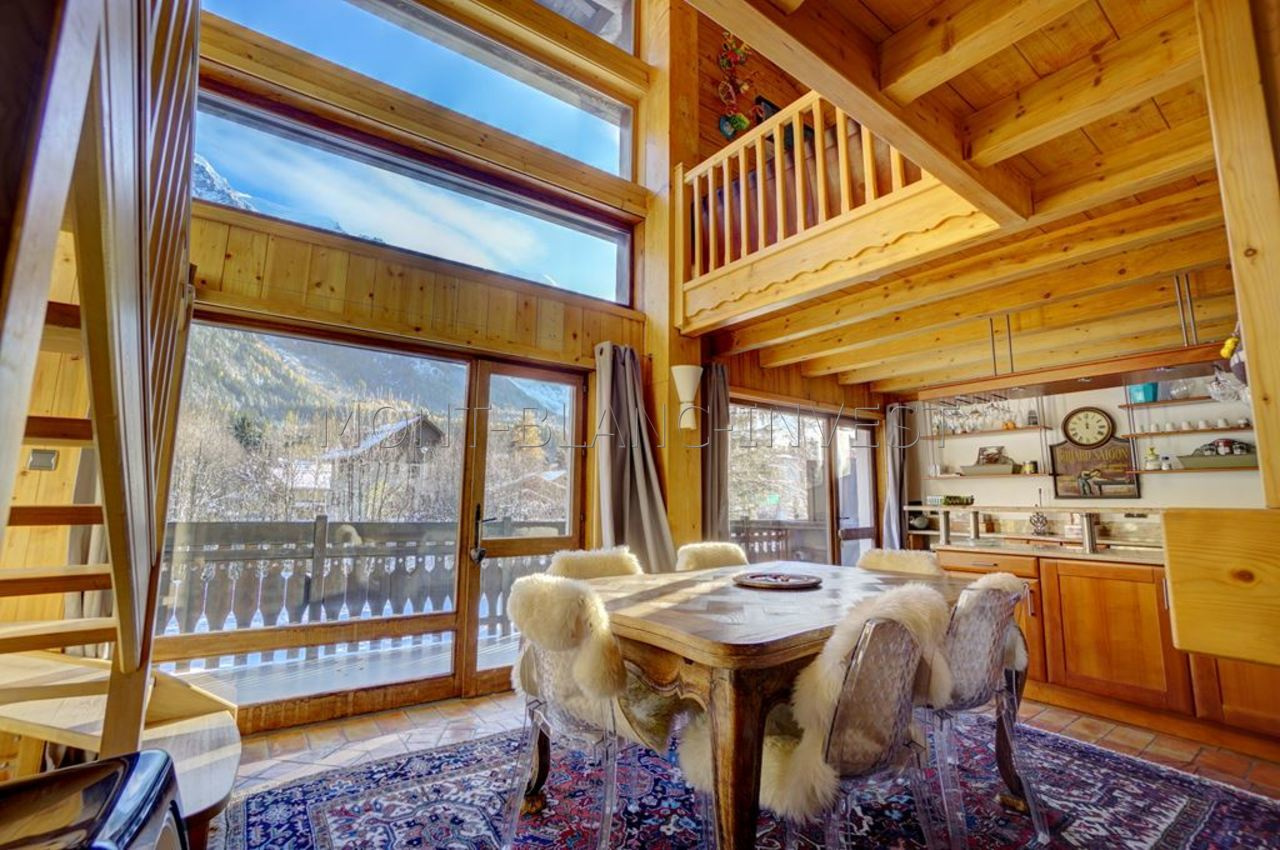 <p>Lovely apartment for sale - 109m2 (94m2 official size) with majestic views of Mont Blanc - with 2 large balconies, garage,