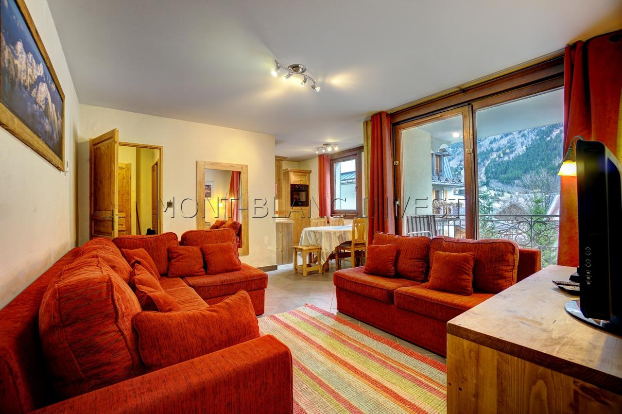 <p>This charming 3 room flat of 56m2 for sale with views of Mont-Blanc and the Aiguilles de Chamonix comes with a