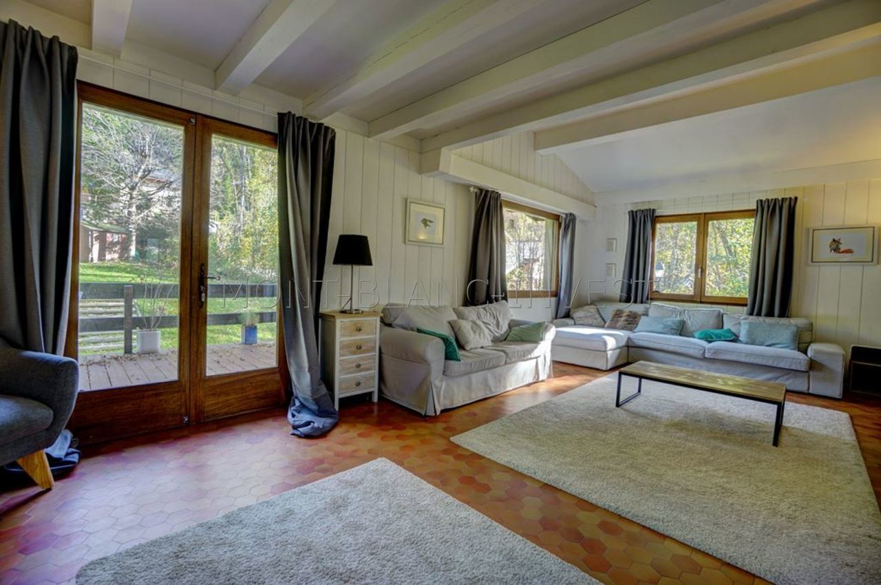 <p>Traditional style chalet for sale built in the 70's by the developer TRAPPIER in grounds of 973m2 just a few minutes
