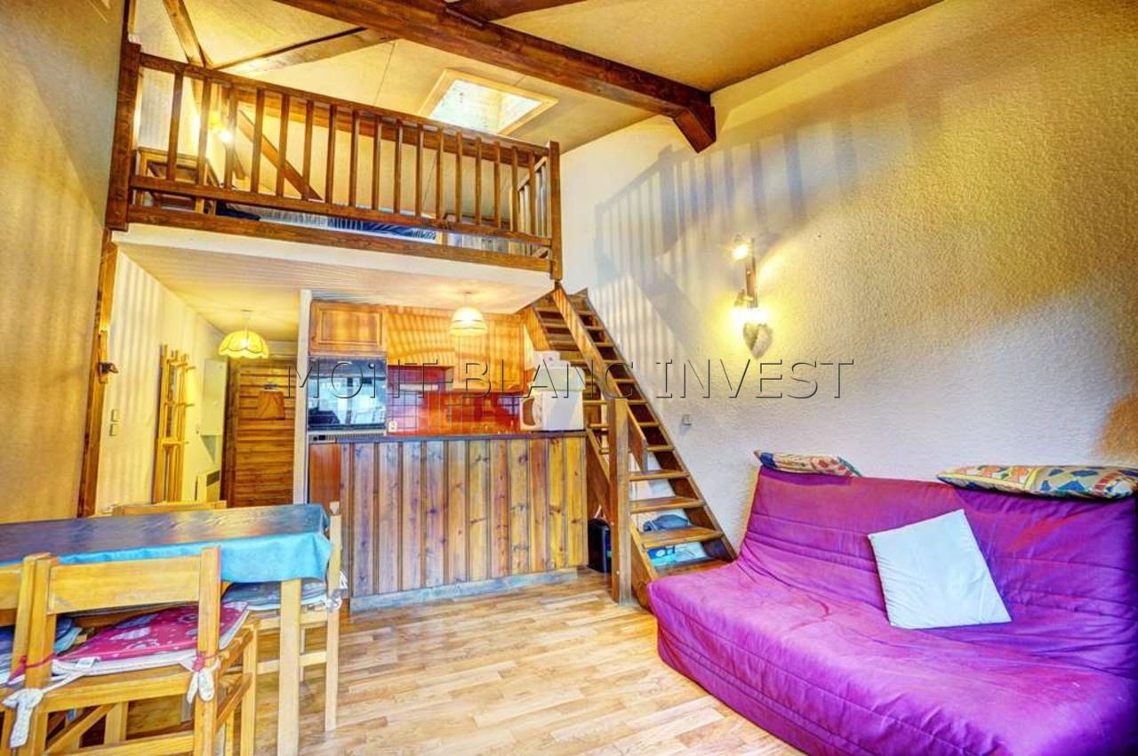 <p>Beau volume pour cet appartement de 32 m² environ à l'achat avec vue Mont-Blanc et doté d'un large balcon, d'une cave et